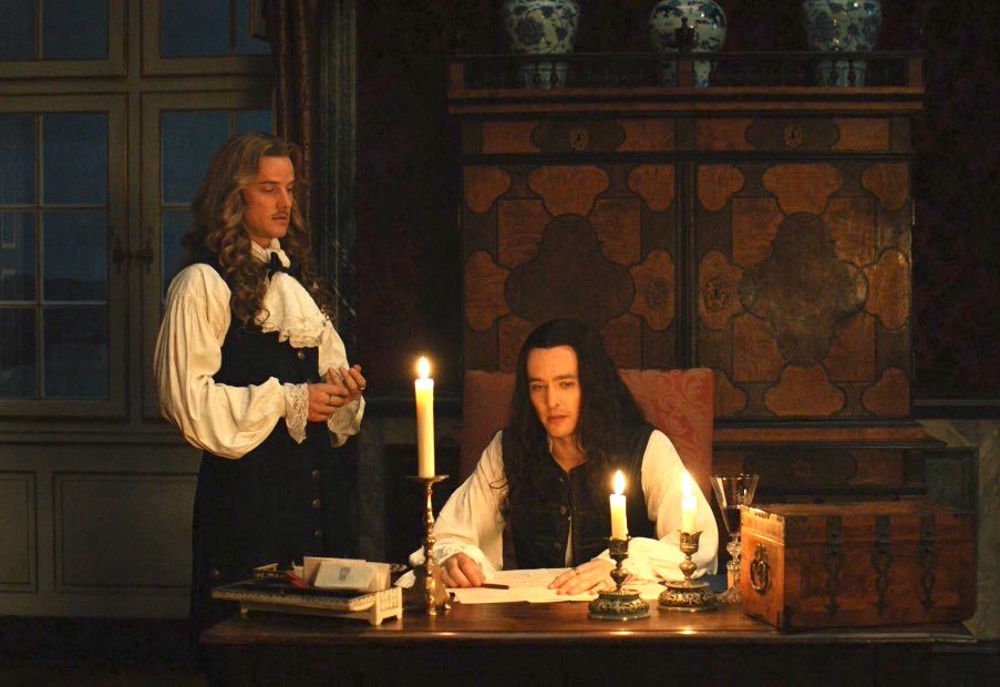 Versailles S3, Ep1 – The One With The Iron Mask Set Up